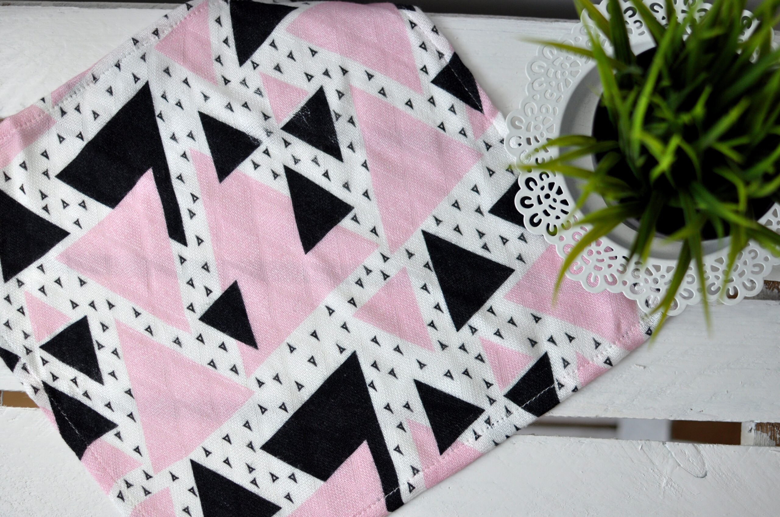 Bambusowa pieluszka różowe trójkąty 30×30