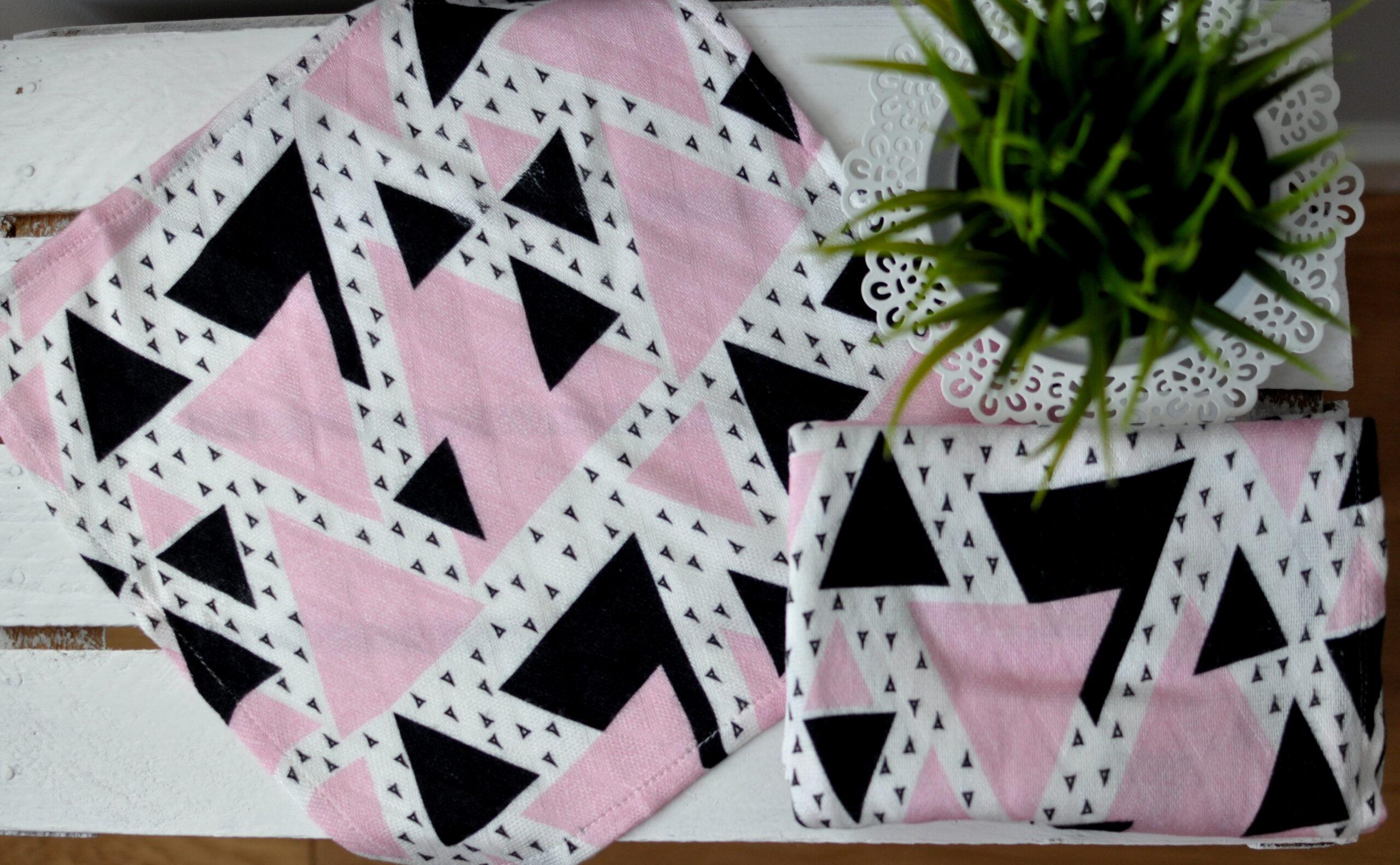 Bambusowa pieluszka różowe trójkąty 75x75