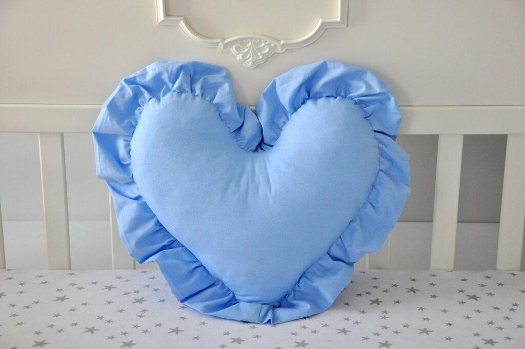 Poduszka serce z falbanką - Niebieska
