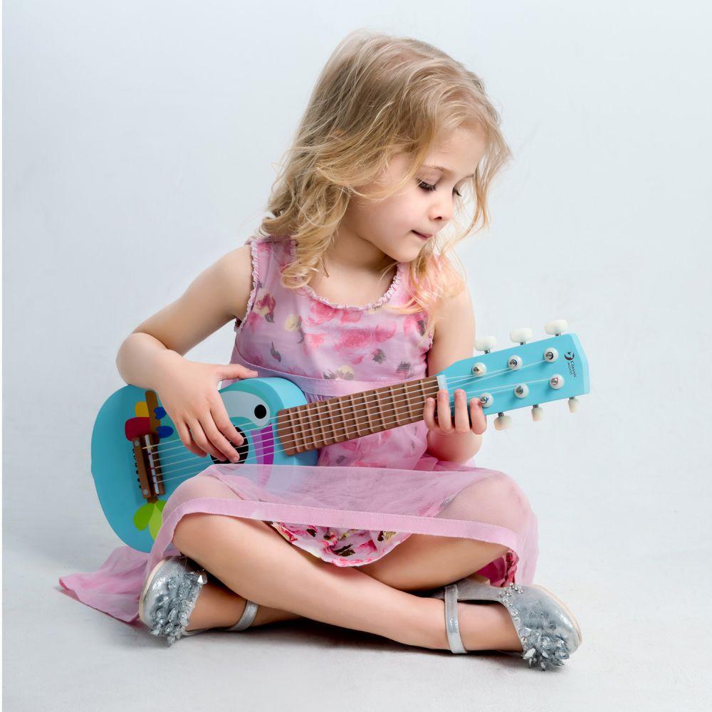 Drewniana gitara z tukanem