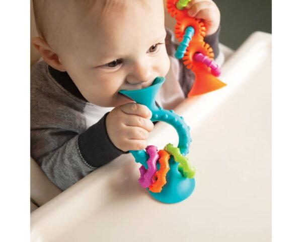 Grzechotka z przyssawką Niebieska | Fat Brain Toys