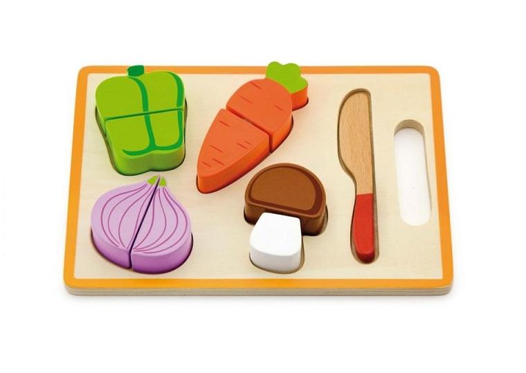 Drewniane warzywa na rzep z deską i nożem   Viga
