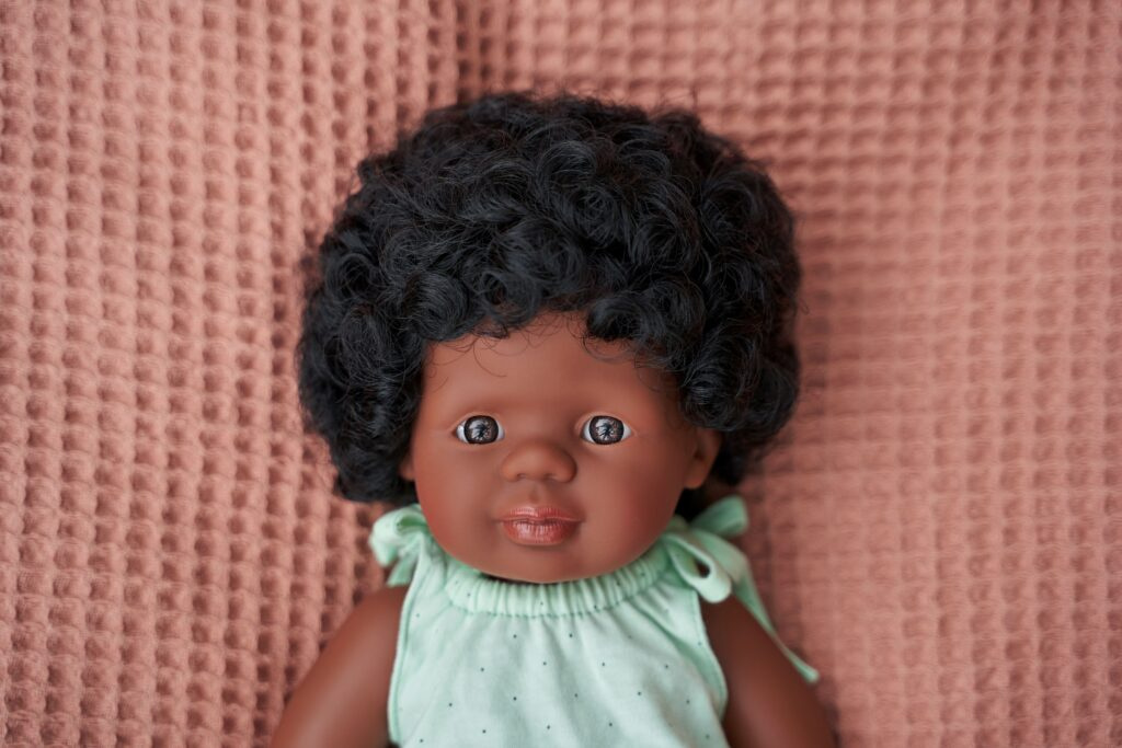 Lalka dziewczynka Afroamerykanka 38cm | Miniland